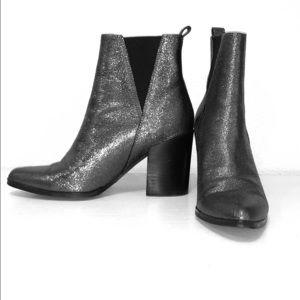 Metallic booties/boots silver
